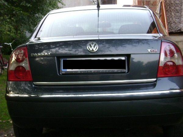vw-volkswagen-passat-b5-fl-sedan-00-05-listwa-chrom-chromowana-3m-ochronna-na-klape-bagaznika (1)