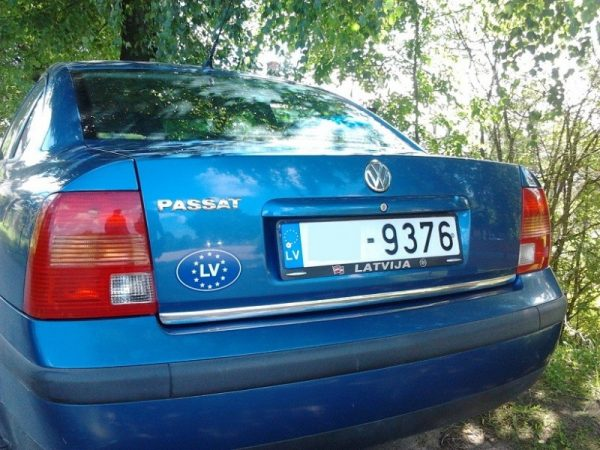 vw-volkswagen-passat-b5-sedan-95-00-listwa-chrom-chromowana-3m-ochronna-na-klape-bagaznika (2)