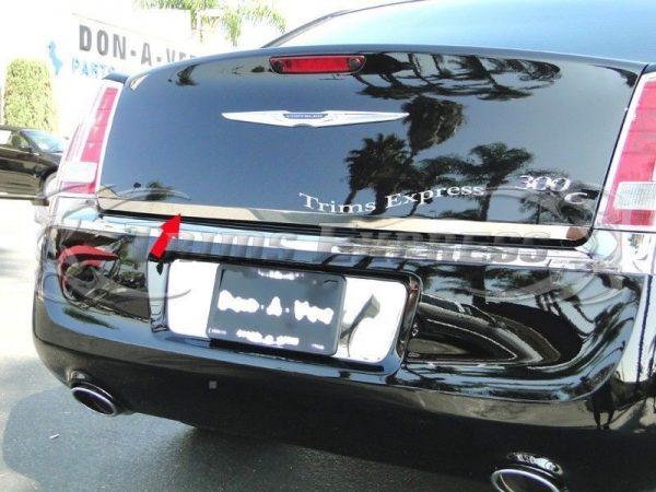 Listwa chrom na klapę bagażnika do CHRYSLER 300C Sedan 2005-2010